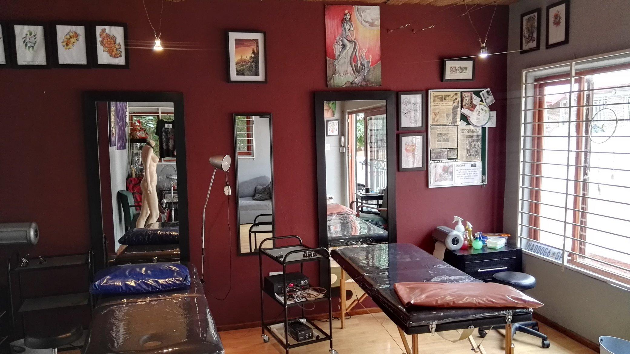 living gallery skin art modification tattoo studio. Black Bedroom Furniture Sets. Home Design Ideas